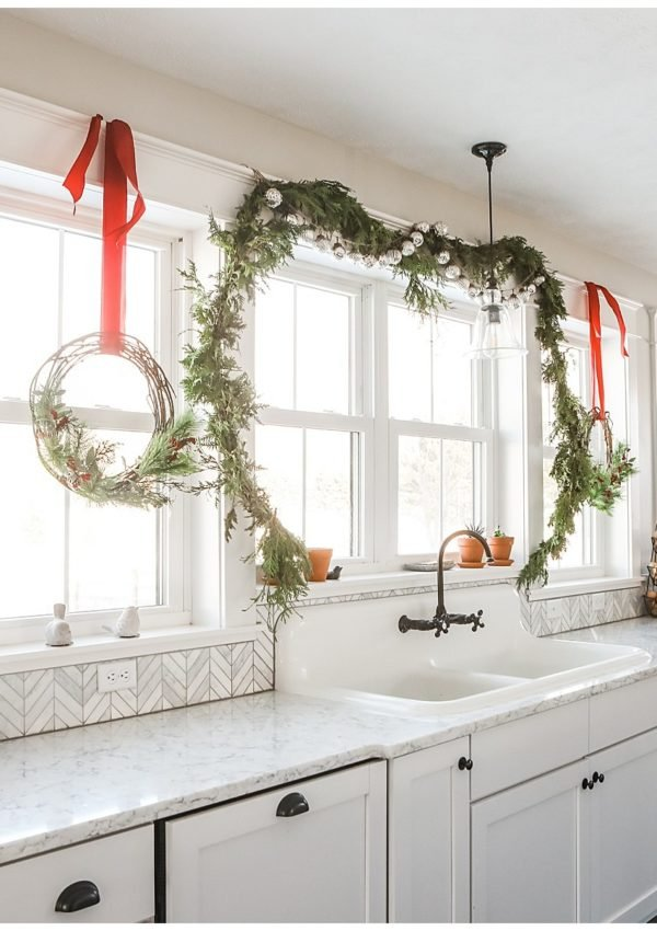 Farmhouse Christmas Kitchen Decor