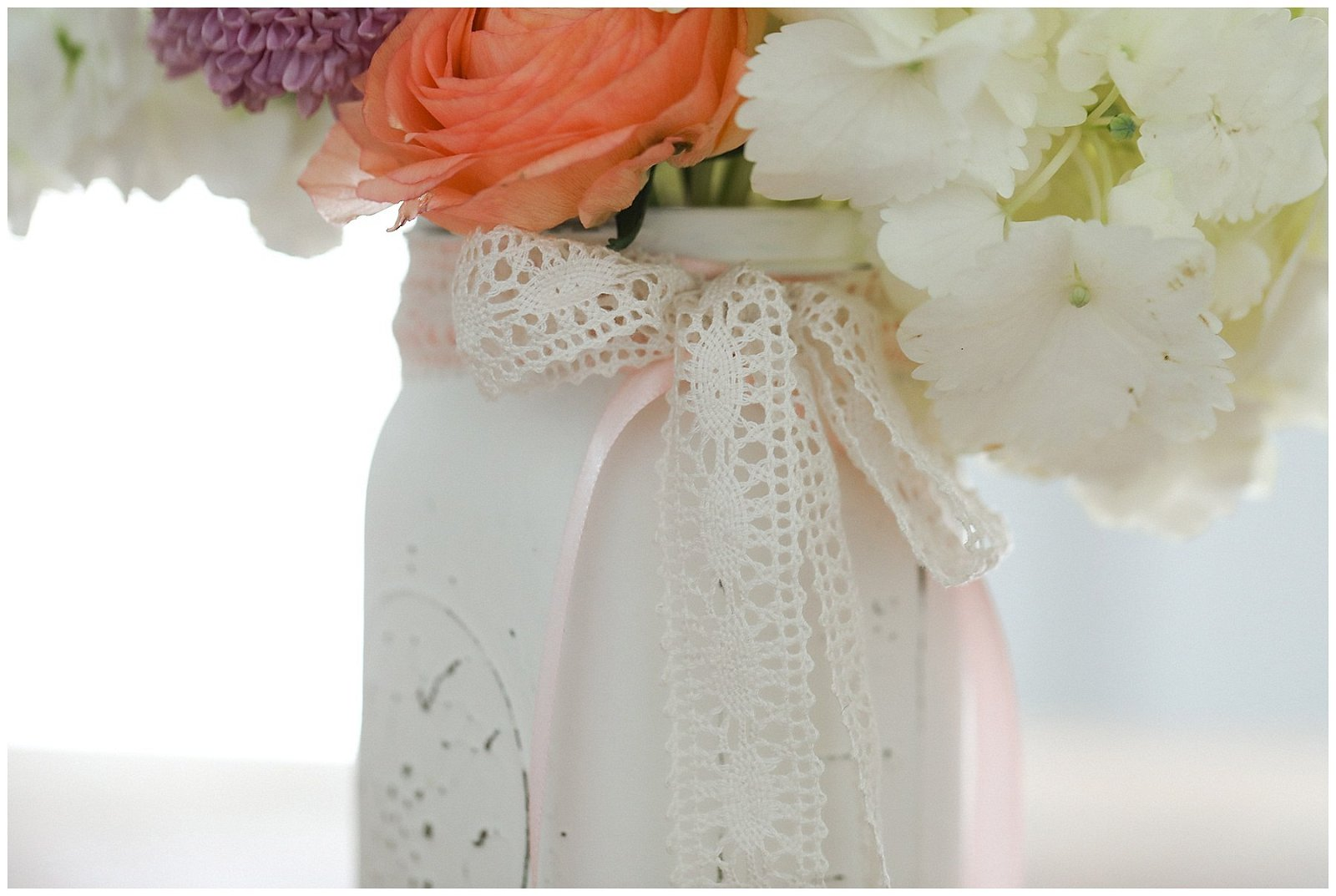 Vintage farmhouse DIY mason jar vase